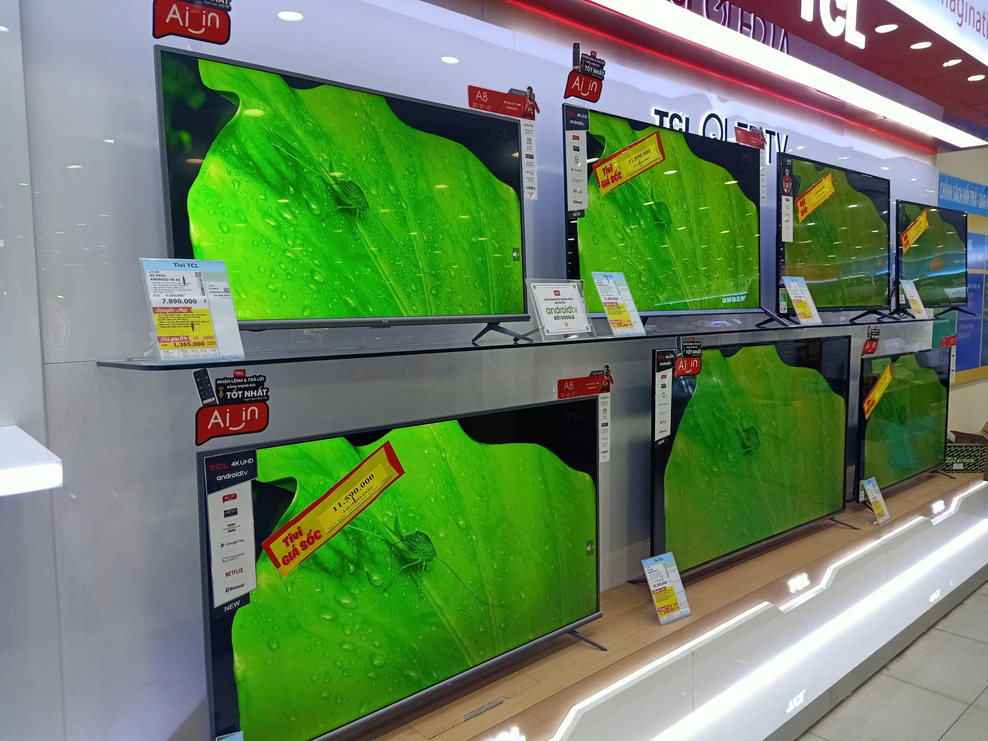 Tivi giảm giá trong phân khúc cận cao cấp