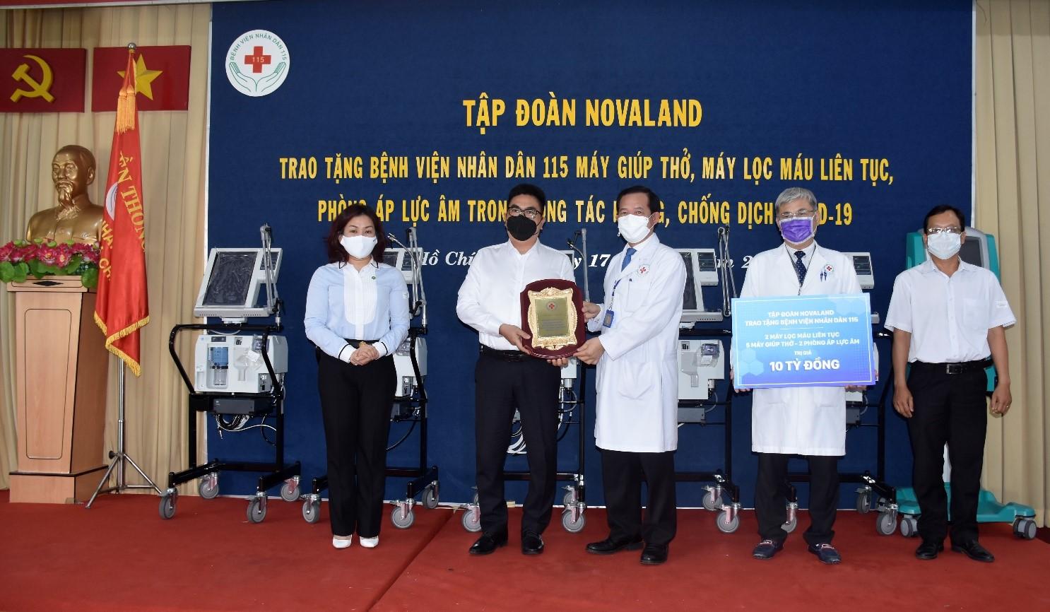 Novaland trao tặng trang thiết bị y tế trị giá 10 tỉ đồng tại Bệnh viện Nhân dân 115 - Ảnh 2.