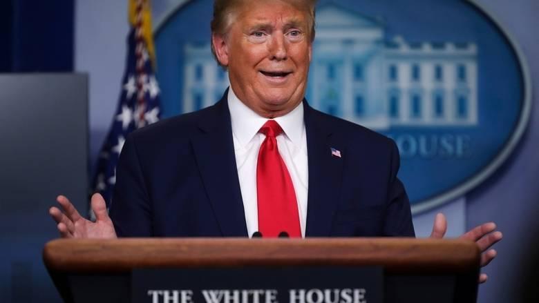 Tổng thống Trump nói giá dầu thô lao dốc kỉ lục do 'áp lực tài chính' và đang cân nhắc tạm ngừng nhập khẩu dầu Arab Saudi - Ảnh 1.
