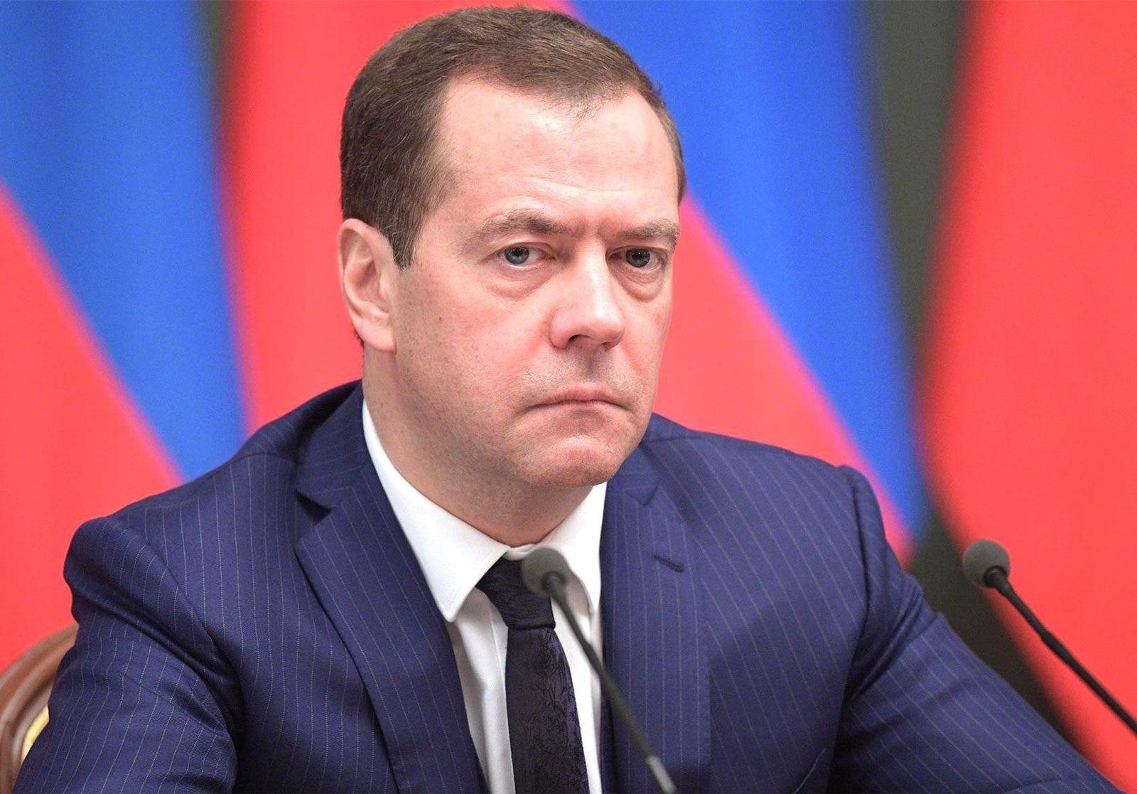 Cựu Tổng thống Nga Dmitry Medvedev nghi ngờ có thế lực thao túng giá dầu thô - Ảnh 1.