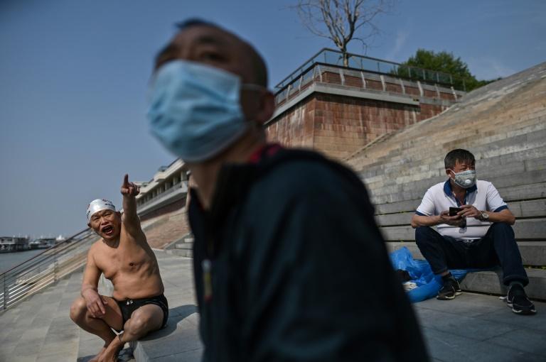 Cập nhật tình hình dịch virus corona ngày 22/4: Mỹ ngưng cấp thẻ xanh trong 60 ngày, Việt Nam đang kiểm soát tốt dịch - Ảnh 1.