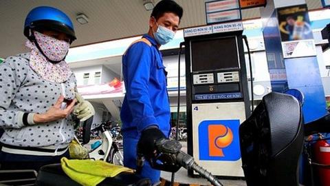 Điều hành xăng dầu trong nước thế nào khi giá dầu thế giới giảm chưa từng có? - Ảnh 1.