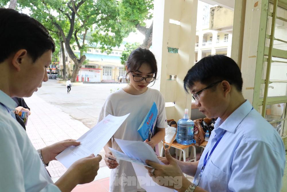 Bộ GD&ĐT sẽ công bố đề thi tham khảo kì thi tốt nghiệp THPT - Ảnh 1.