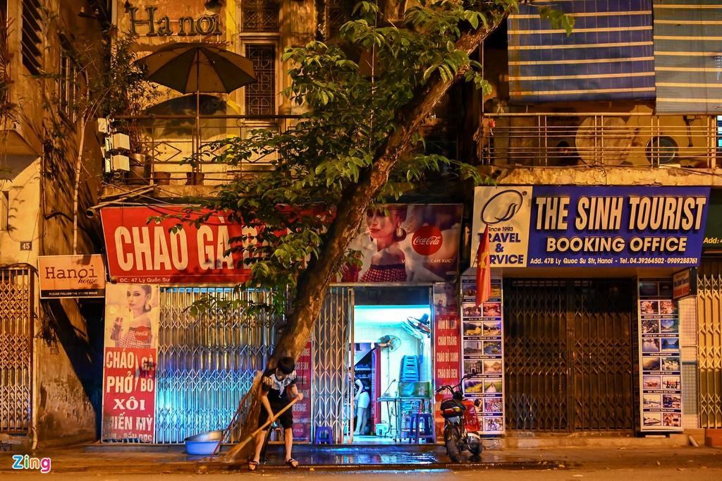 Sửa soạn cửa hàng lúc nửa đêm sau lệnh dừng cách li - Ảnh 5.