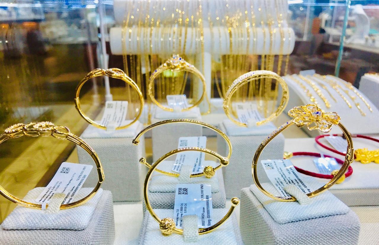 Giá vàng dự báo sẽ tăng sốc lên 80 triệu đồng/lượng - Ảnh 1.
