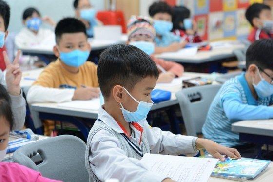 Làm thế nào để đảm bảo an toàn cho học sinh khi đi học trở lại? - Ảnh 1.