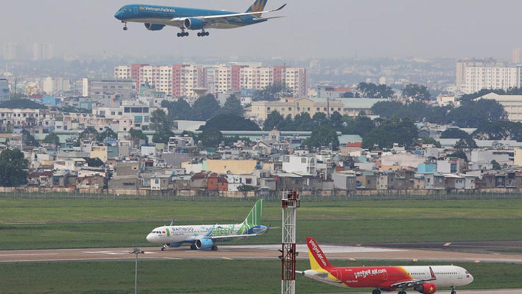 Cục Hàng không tuýt còi các hãng không hoàn tiền vé chuyến bay bị huỷ - Ảnh 1.