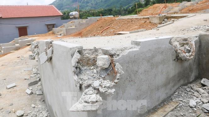 Huyện nghèo ở Quảng Nam xây tượng đài chục tỉ đồng - Ảnh 13.