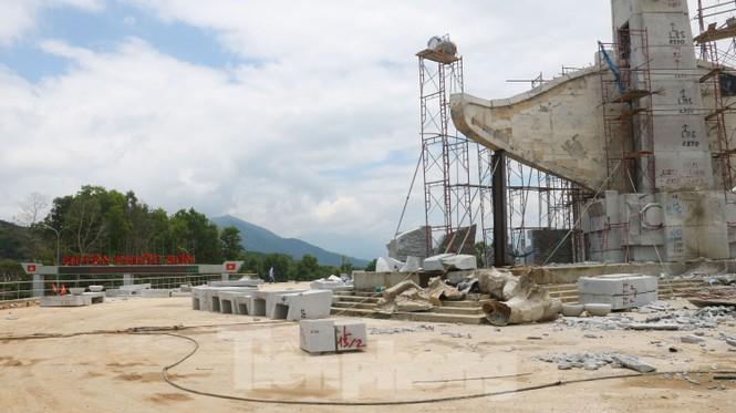 Huyện nghèo ở Quảng Nam xây tượng đài chục tỉ đồng - Ảnh 10.