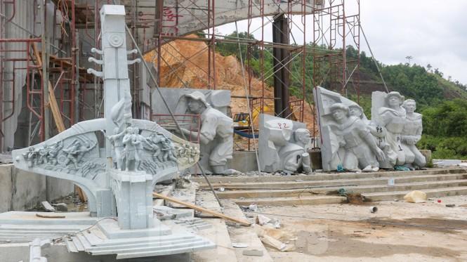 Huyện nghèo ở Quảng Nam xây tượng đài chục tỉ đồng - Ảnh 4.