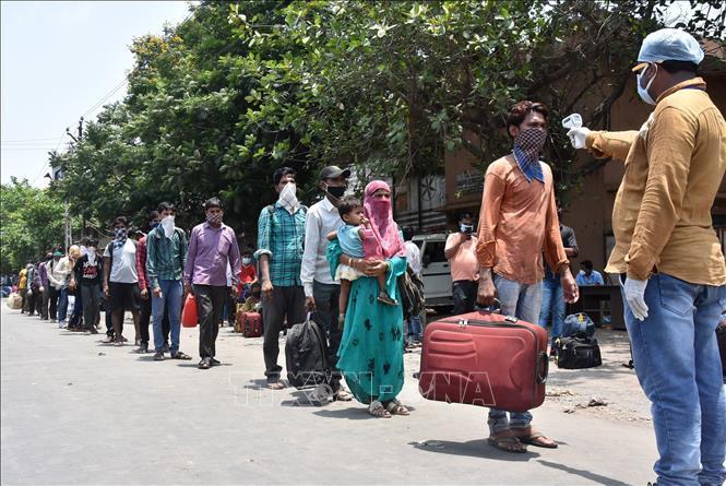 Ấn Độ đẩy mạnh thu hút FDI để bù đắp nguồn ngoại hối sụt giảm - Ảnh 1.