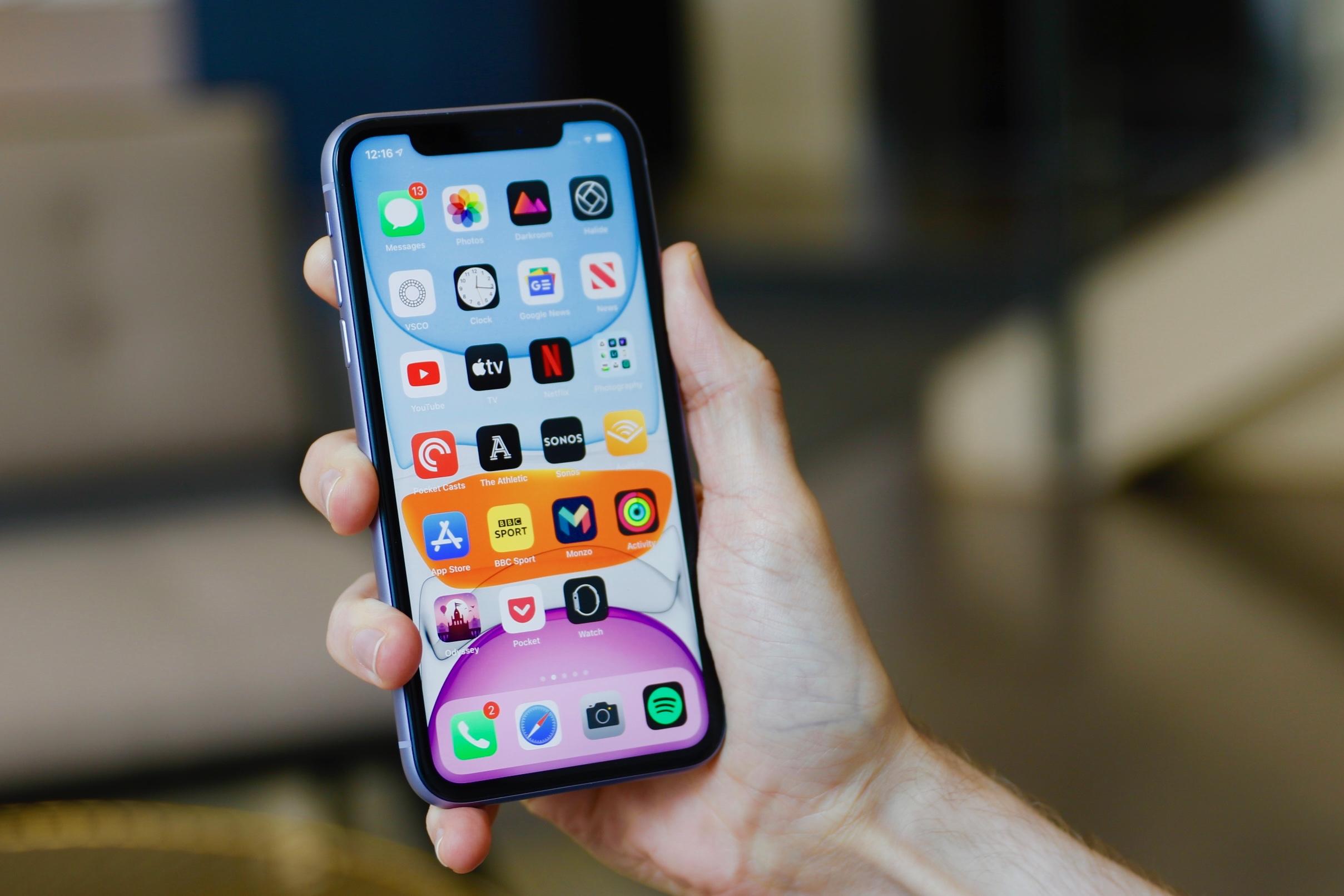 Doanh số iPhone 11 đạt mức cao nhất toàn cầu trong giai đoạn đại dịch COVID-19 - Ảnh 1.