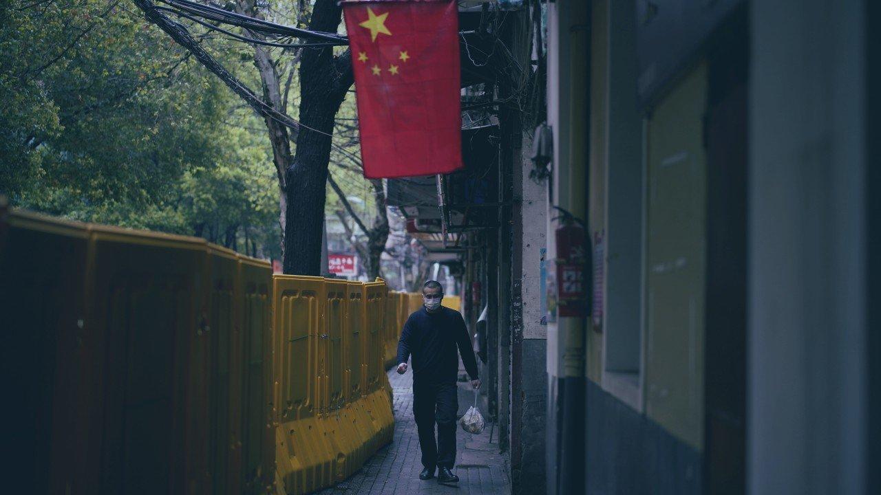 Vì sao Trung Quốc không phát tiền mặt cho người dân dù kinh tế lao dốc vì COVID-19? - Ảnh 1.