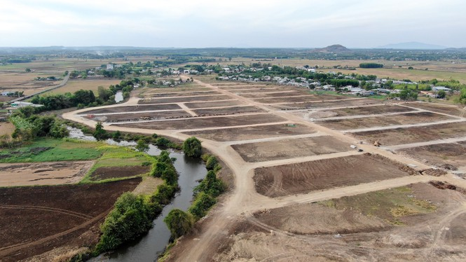 Cận cảnh khu đất ở Bà Rịa - Vũng Tàu đang bị kiểm tra vì bán đất nền kiểu Alibaba - Ảnh 32.