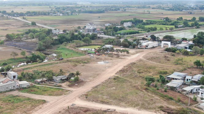 Cận cảnh khu đất ở Bà Rịa - Vũng Tàu đang bị kiểm tra vì bán đất nền kiểu Alibaba - Ảnh 3.