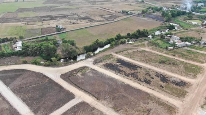 Cận cảnh khu đất ở Bà Rịa - Vũng Tàu đang bị kiểm tra vì bán đất nền kiểu Alibaba - Ảnh 22.