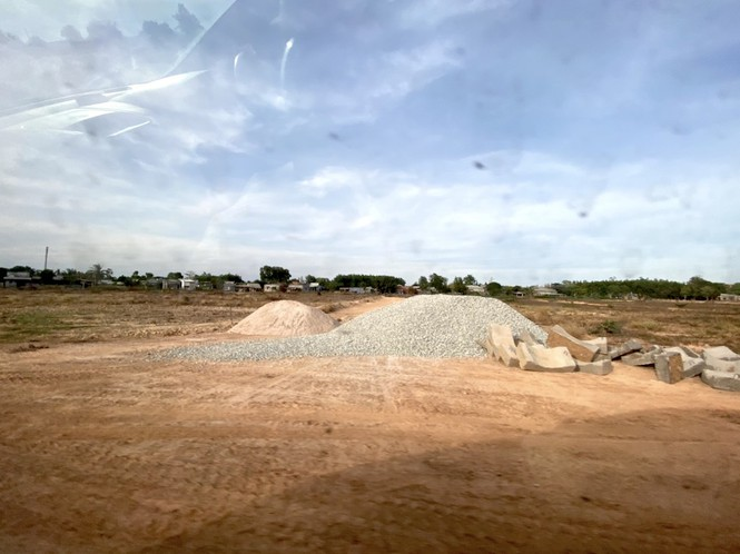 Cận cảnh khu đất ở Bà Rịa - Vũng Tàu đang bị kiểm tra vì bán đất nền kiểu Alibaba - Ảnh 37.