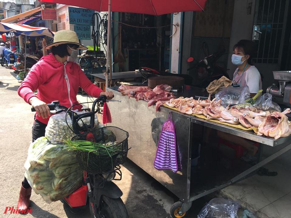 Từ trại ra chợ, giá thịt gà tăng gấp ba bốn lần - Ảnh 3.