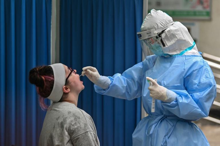 Cập nhật tình hình dịch virus corona ngày 15/5: Hơn 300.000 người tử vong trên toàn cầu, số ca nhiễm tại Việt Nam tăng lên 312  - Ảnh 1.