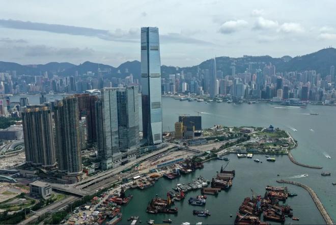 Bất động sản Hong Kong và Singapore lao dốc, kéo tụt thị trường châu Á - Ảnh 1.