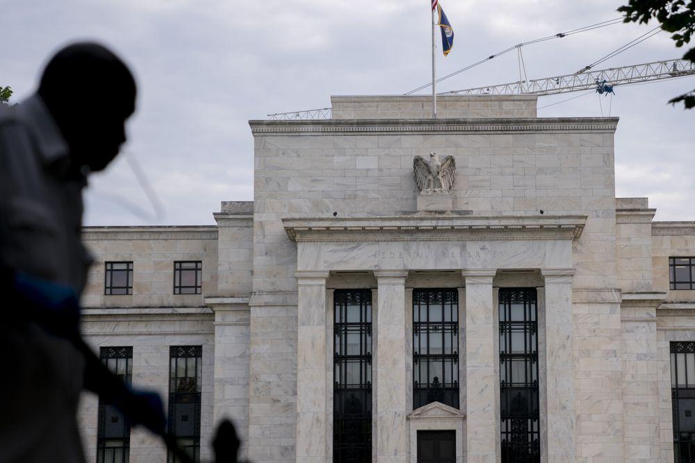 Fed cảnh báo giá chứng khoán có thể lao dốc mạnh - Ảnh 1.