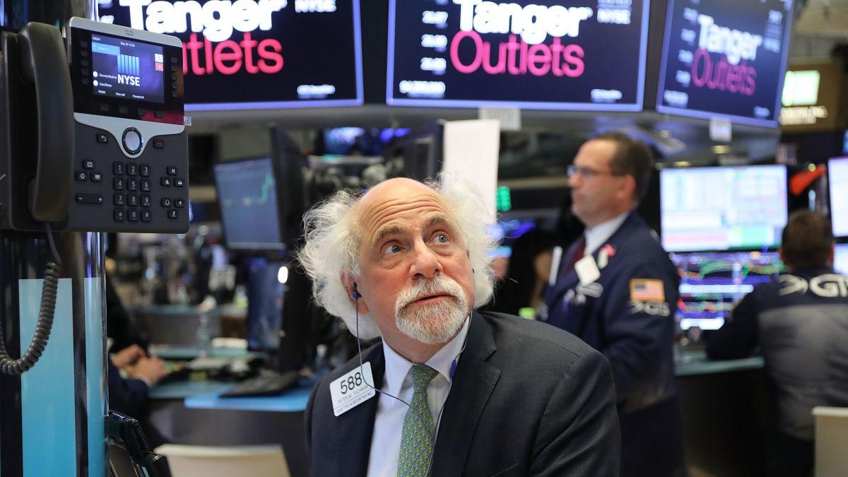 Chứng khoán Mỹ đi lên khi nền kinh tế đi xuống, tưởng tin vui nhưng lại hóa tin buồn - Ảnh 1.