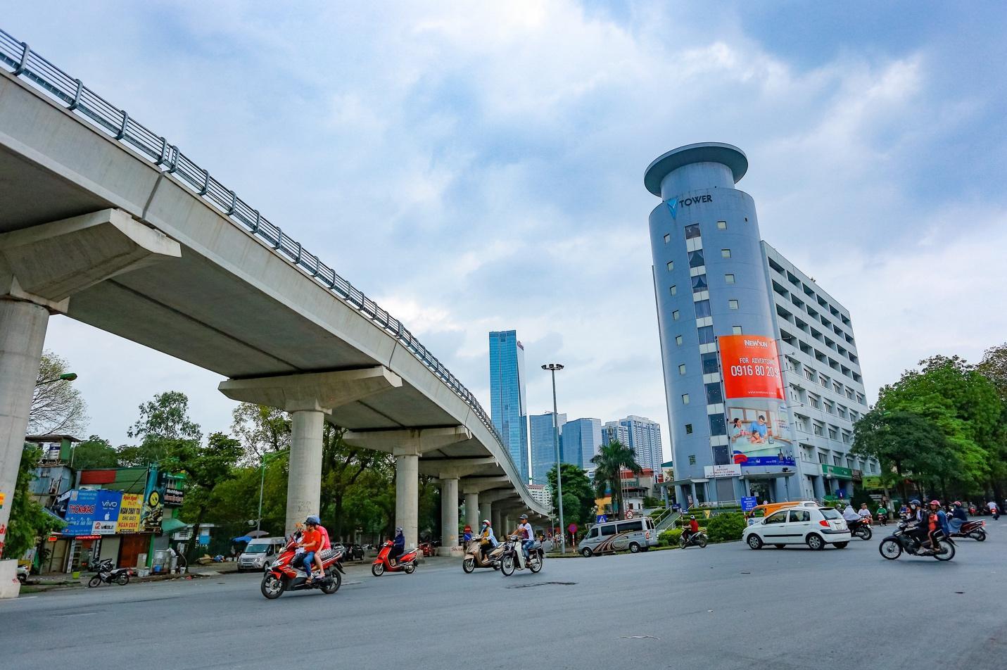 Cận cảnh 5 tuyến đường được mệnh danh đắt nhất hành tinh ở Hà Nội - Ảnh 2.