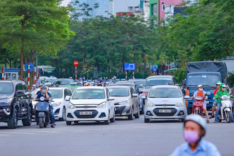 Cận cảnh 5 tuyến đường được mệnh danh đắt nhất hành tinh ở Hà Nội - Ảnh 8.
