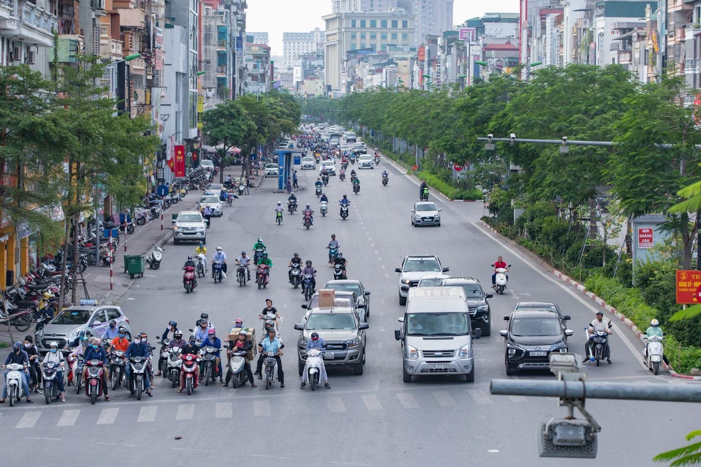 Cận cảnh 5 tuyến đường được mệnh danh đắt nhất hành tinh ở Hà Nội - Ảnh 10.