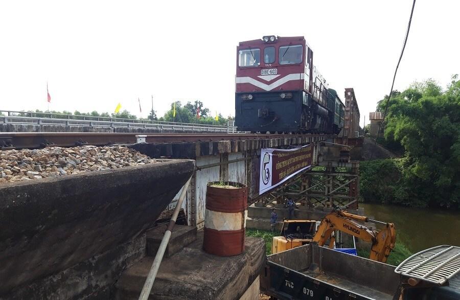 Khởi công gói thầu nâng cấp cầu yếu trên tuyến đường sắt Bắc-Nam - Ảnh 2.