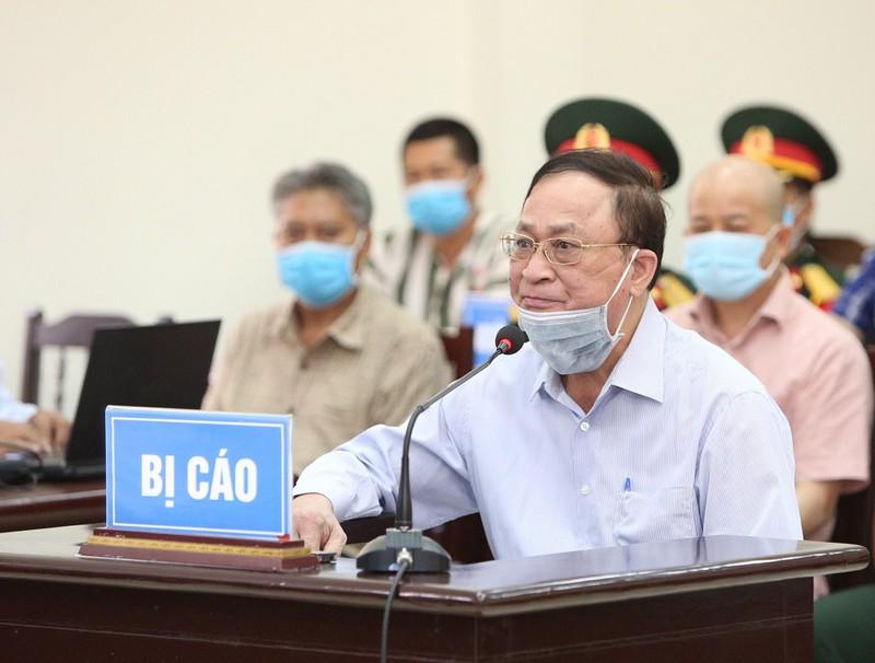 Xử cựu thứ trưởng Nguyễn Văn Hiến: Đề nghị bất ngờ của VKS - Ảnh 1.