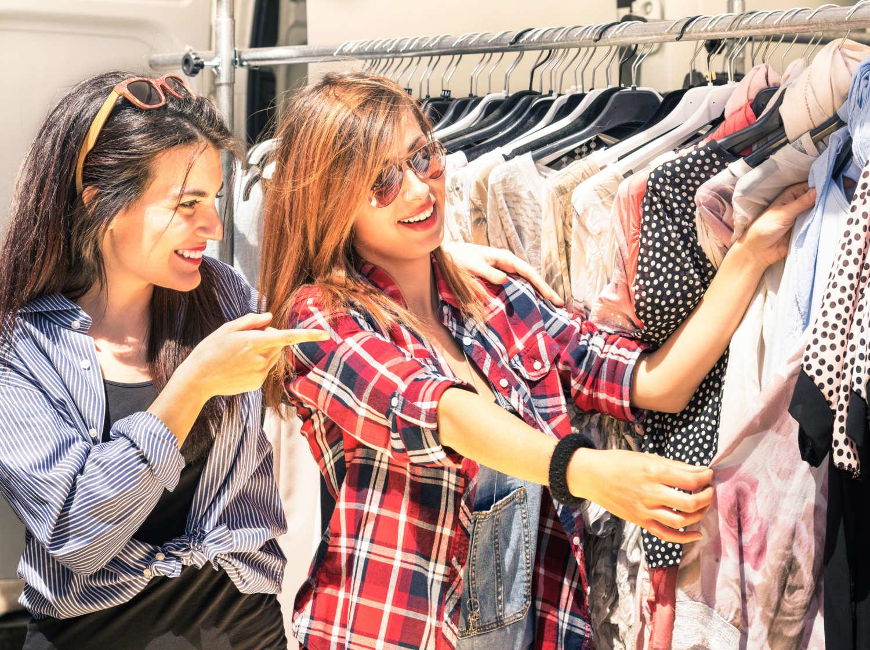 Những công ty ra đời để trang phục không bị vứt quá sớm, và lợi nhuận của họ khiến mọi người phải ghen tị - Ảnh 1.