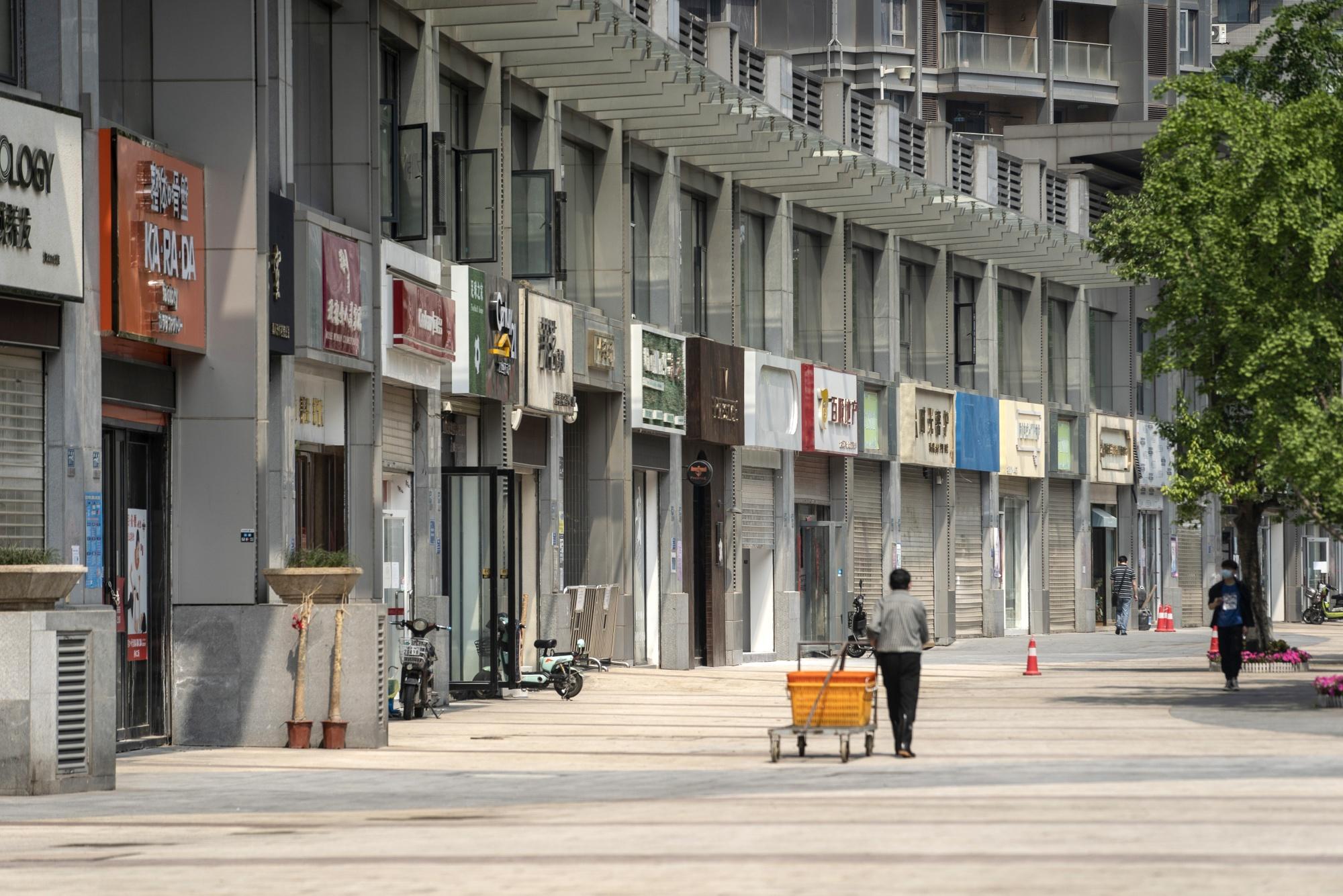 Ngân hàng Trung Quốc như ngồi trên đống lửa với núi nợ xấu 211 tỉ USD, kêu gọi chính phủ cứu trợ - Ảnh 1.