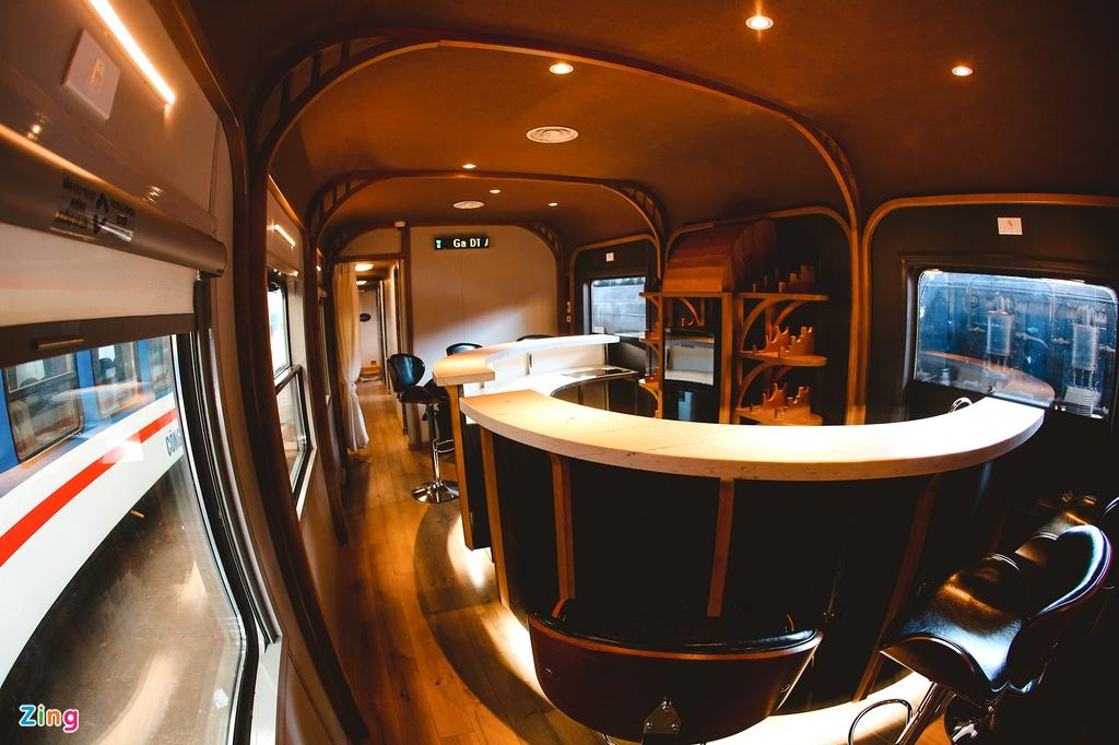 Toa tàu trang bị quầy bar, phòng massage cho khách khám phá Việt Nam - Ảnh 1.