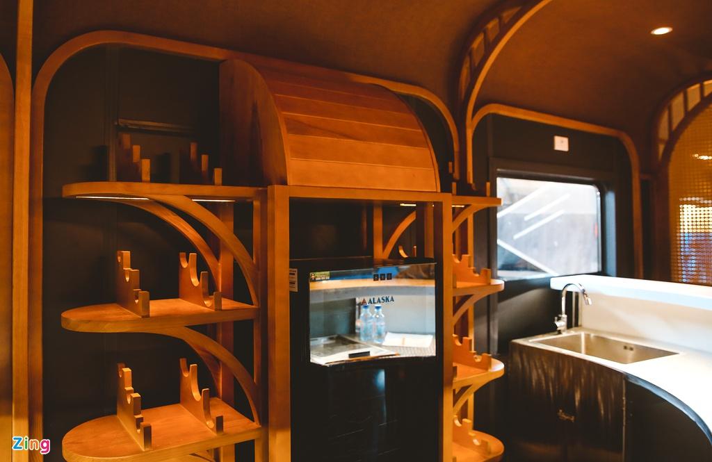 Toa tàu trang bị quầy bar, phòng massage cho khách khám phá Việt Nam - Ảnh 2.