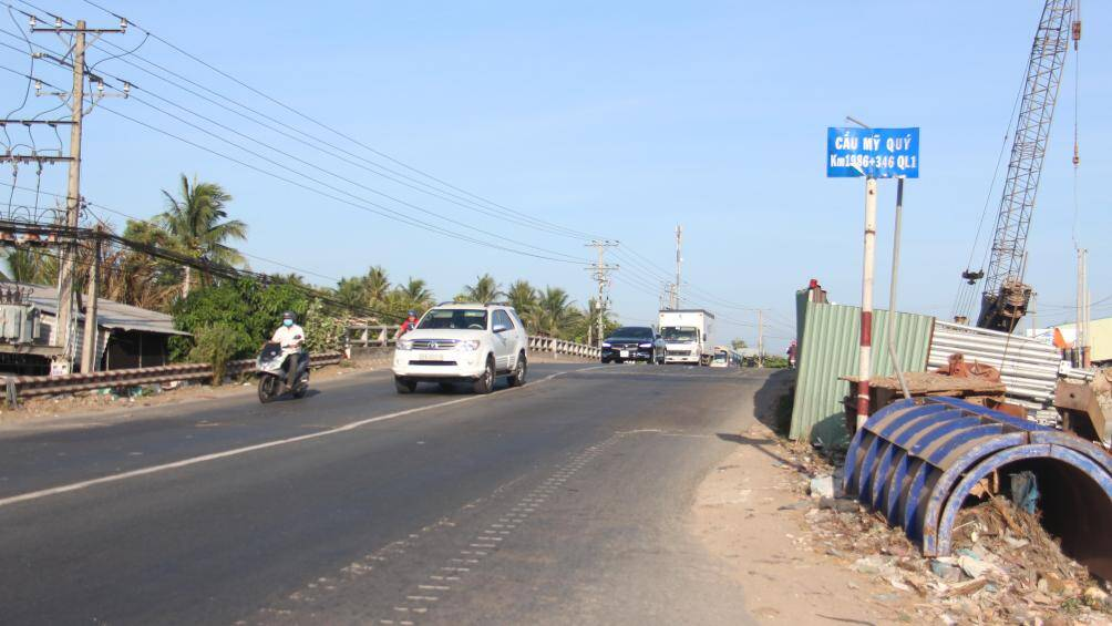 Các công trình giao thông rầm rộ thi công trở lại sau thời gian giãn cách - Ảnh 4.