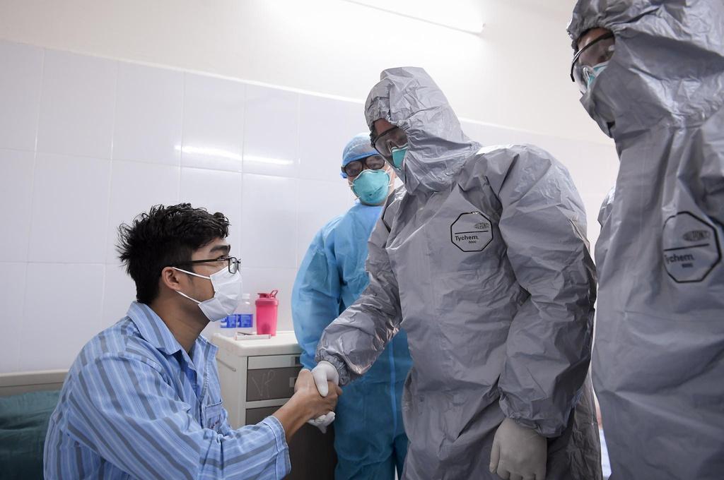 Bệnh nhân dương tính lại có phải tái nhiễm SARS-CoV-2? - Ảnh 2.
