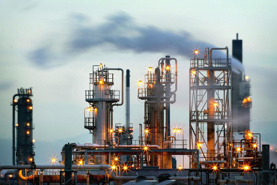 Cơn bĩ cực của thị trường tạm kết thúc, giá dầu thô đang dần phục hồi - Ảnh 1.
