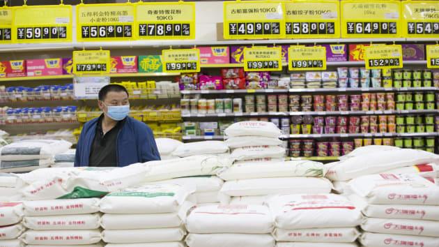 Lo gián đoạn nguồn cung vì COVID-19, Trung Quốc tăng cường tích trữ lương thực, dầu mỏ - Ảnh 1.