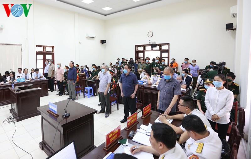 Nói lời sau cùng, cựu Thứ trưởng Nguyễn Văn Hiến xin giảm án cho cấp dưới - Ảnh 2.