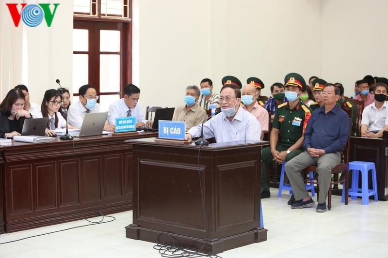 Nói lời sau cùng, cựu Thứ trưởng Nguyễn Văn Hiến xin giảm án cho cấp dưới - Ảnh 1.