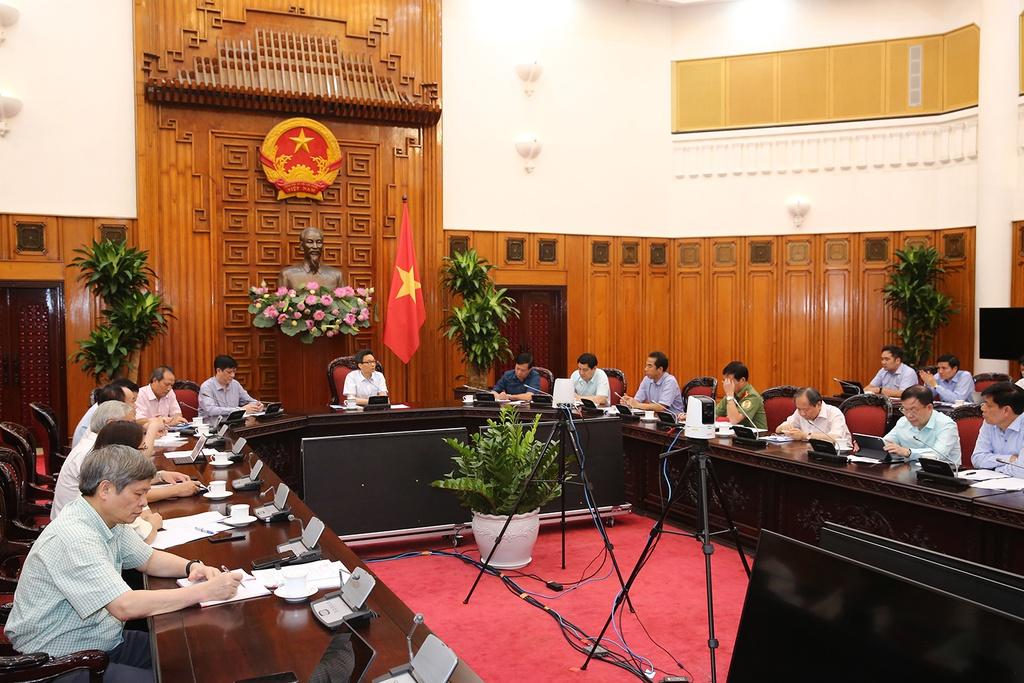 Phó thủ tướng: 'Việt Nam vẫn chưa chiến thắng dịch Covid-19' - Ảnh 2.