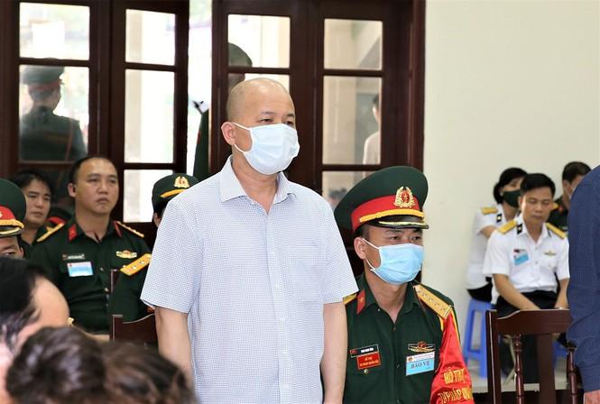 Cựu thứ trưởng Nguyễn Văn Hiến bị phạt 4 năm tù giam - Ảnh 3.