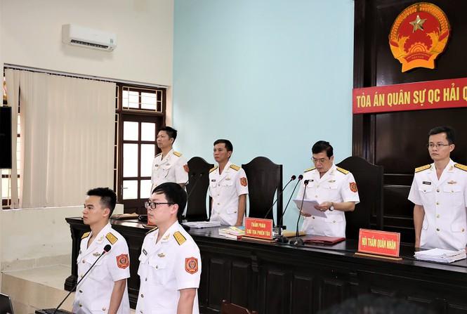 Cựu thứ trưởng Nguyễn Văn Hiến bị phạt 4 năm tù giam - Ảnh 1.