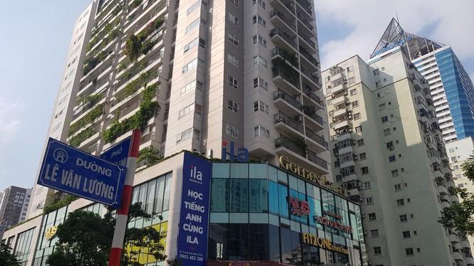 Cận cảnh khu đất công làm bãi xe 'biến hình' thành cao ốc ở Hà Nội - Ảnh 4.