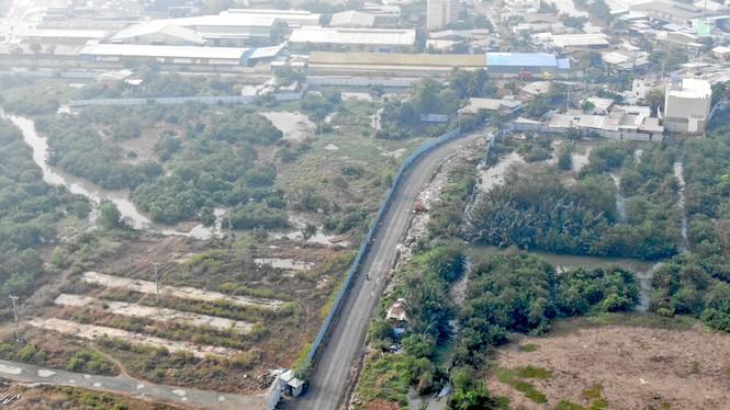 Con đường ven sông trị giá 'tỉ đô' ở Sài Gòn nhìn từ trên cao - Ảnh 13.