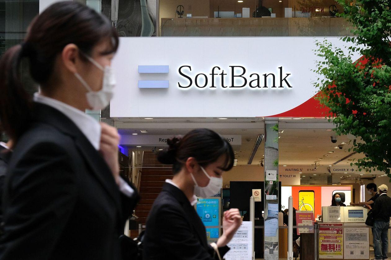 Kết quả kinh doanh tồi tệ, SoftBank tiếp tục 'bán máu' để thoát khỏi vũng lầy - Ảnh 1.