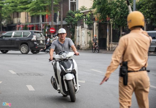 Thủ tục bồi thường bảo hiểm xe máy rườm rà, gây khó cho người mua - Ảnh 1.