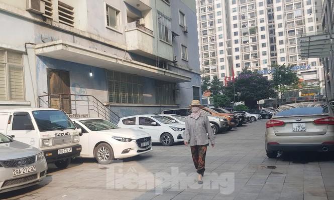 Cận cảnh khu đất công làm bãi xe 'biến hình' thành cao ốc ở Hà Nội - Ảnh 13.