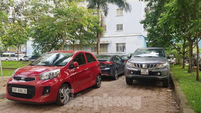Cận cảnh khu đất công làm bãi xe 'biến hình' thành cao ốc ở Hà Nội - Ảnh 17.
